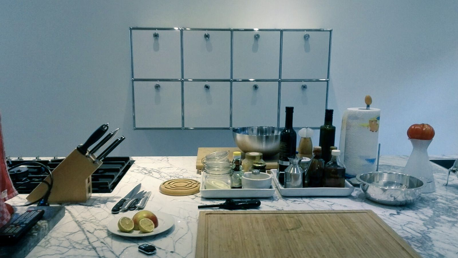 usm haller at the wall | USM Modular Furniture and Friends ...