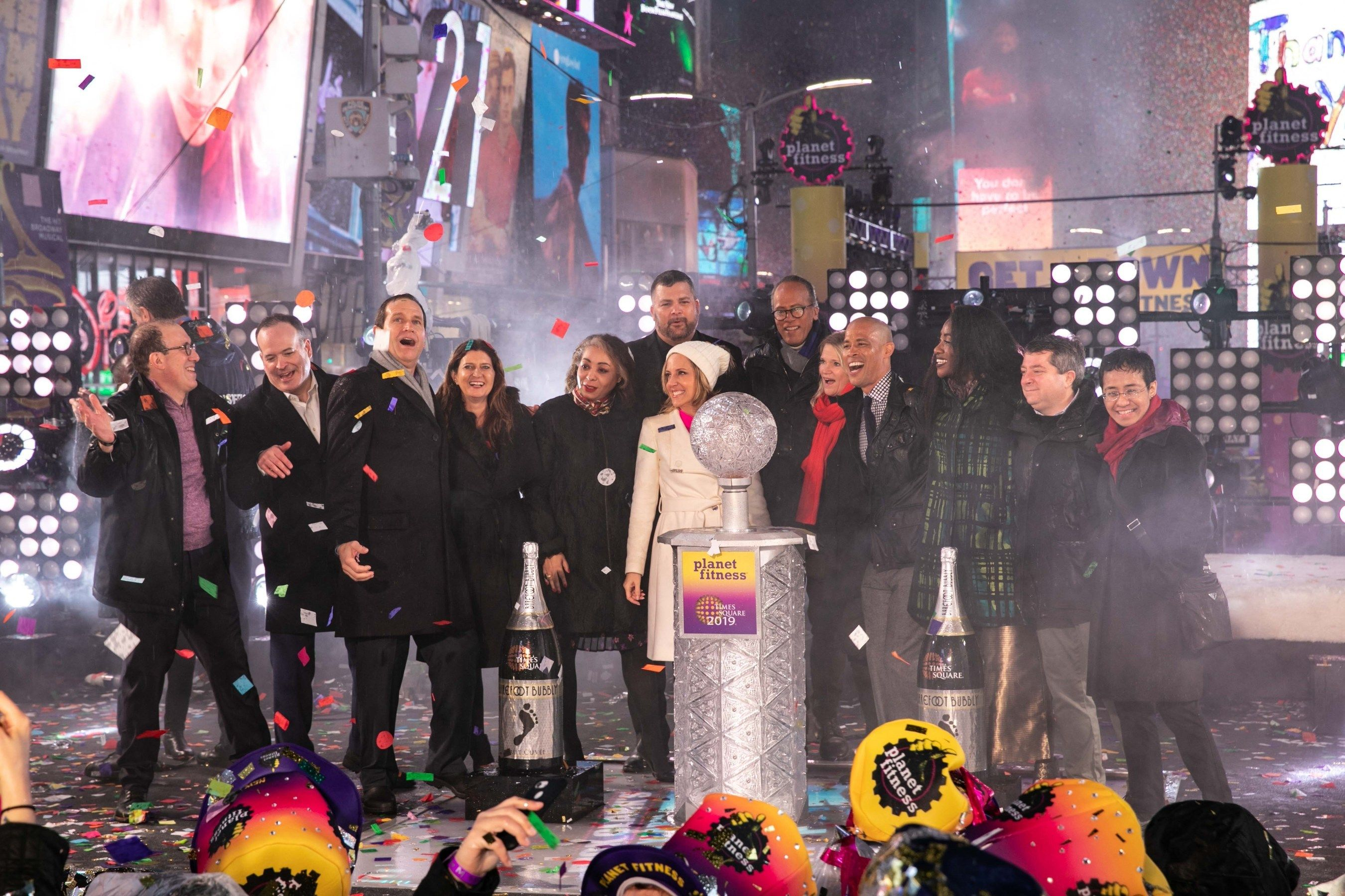Journalists Honored At Times Square New Year S Eve As The