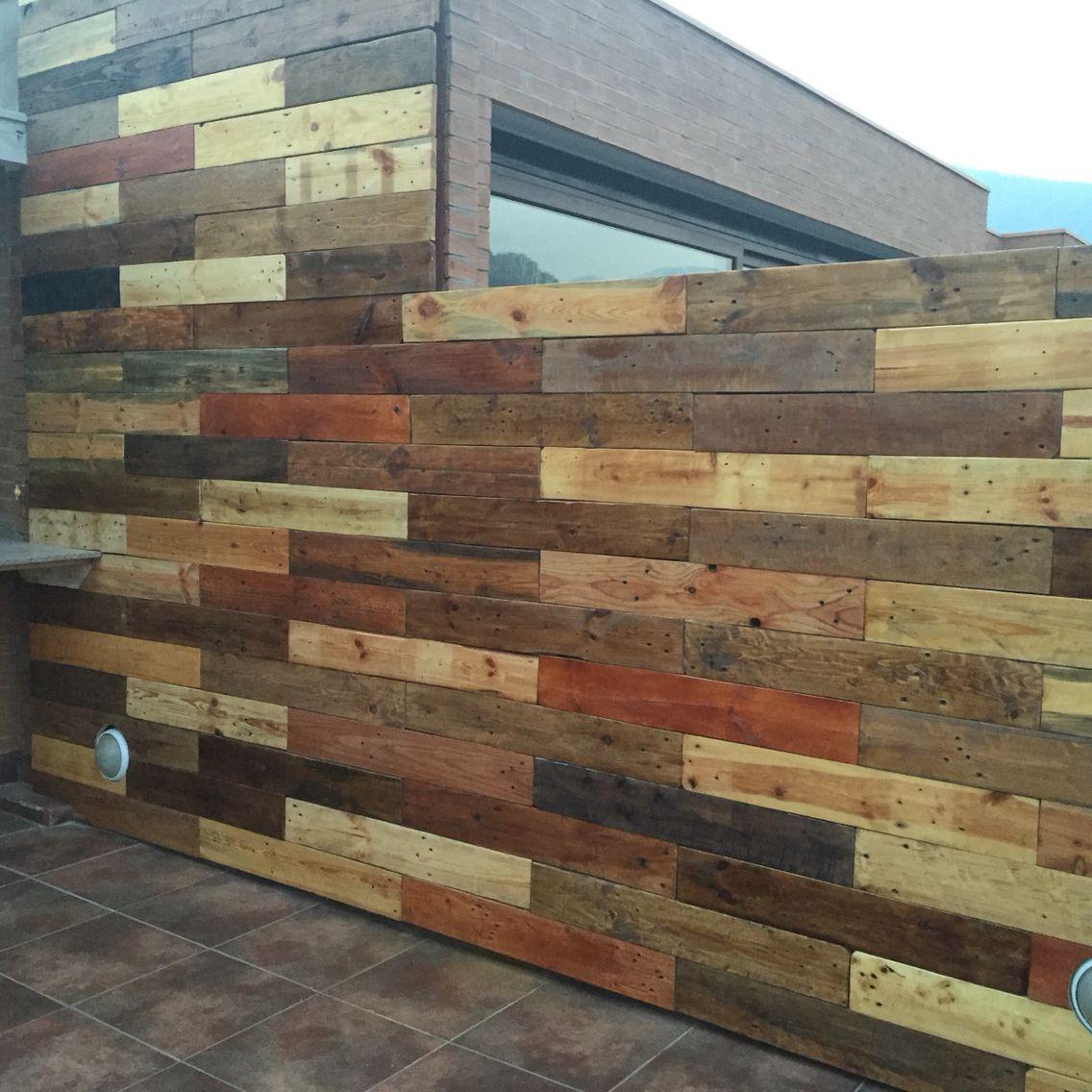 Muro recubierto con maderas de pallets paredes pinterest madera y palets - Maderas de palets ...