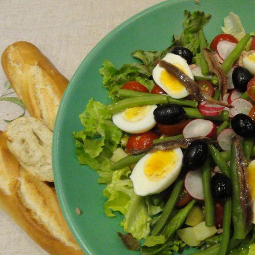 Healthy pregnancy meal idea salad nicoise packed with pregnancy healthy pregnancy meal idea salad nicoise packed with pregnancy vitamins forumfinder Images