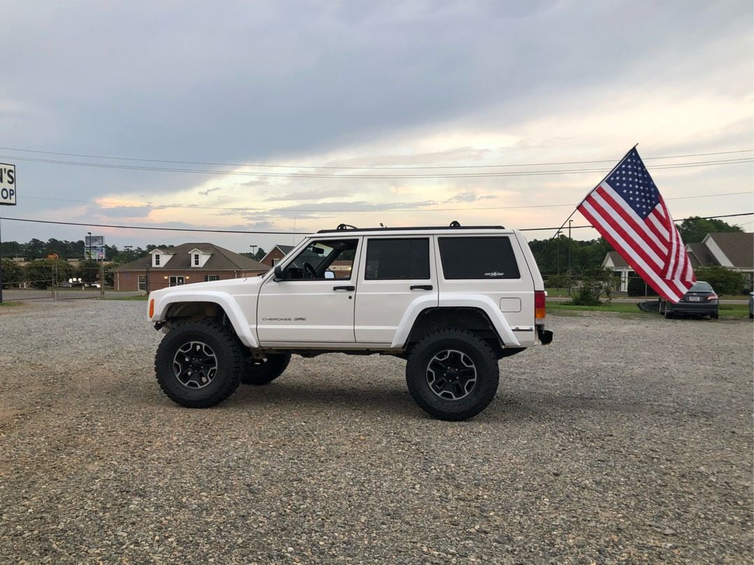 20 Super Clean And Lifted Jeep Cherokee XJs - Deluxe