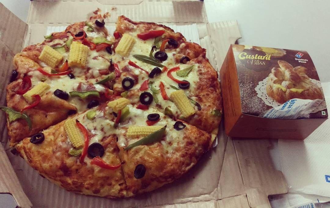 #home #dinnertime #dominospizza #veggieparadise #custardbliss #foodporn #foodpics #yummyinmytummy by sanchit4448