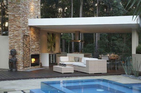 Pool mit Glaswand kreiert entspannte Atmosphäre im Garten ...