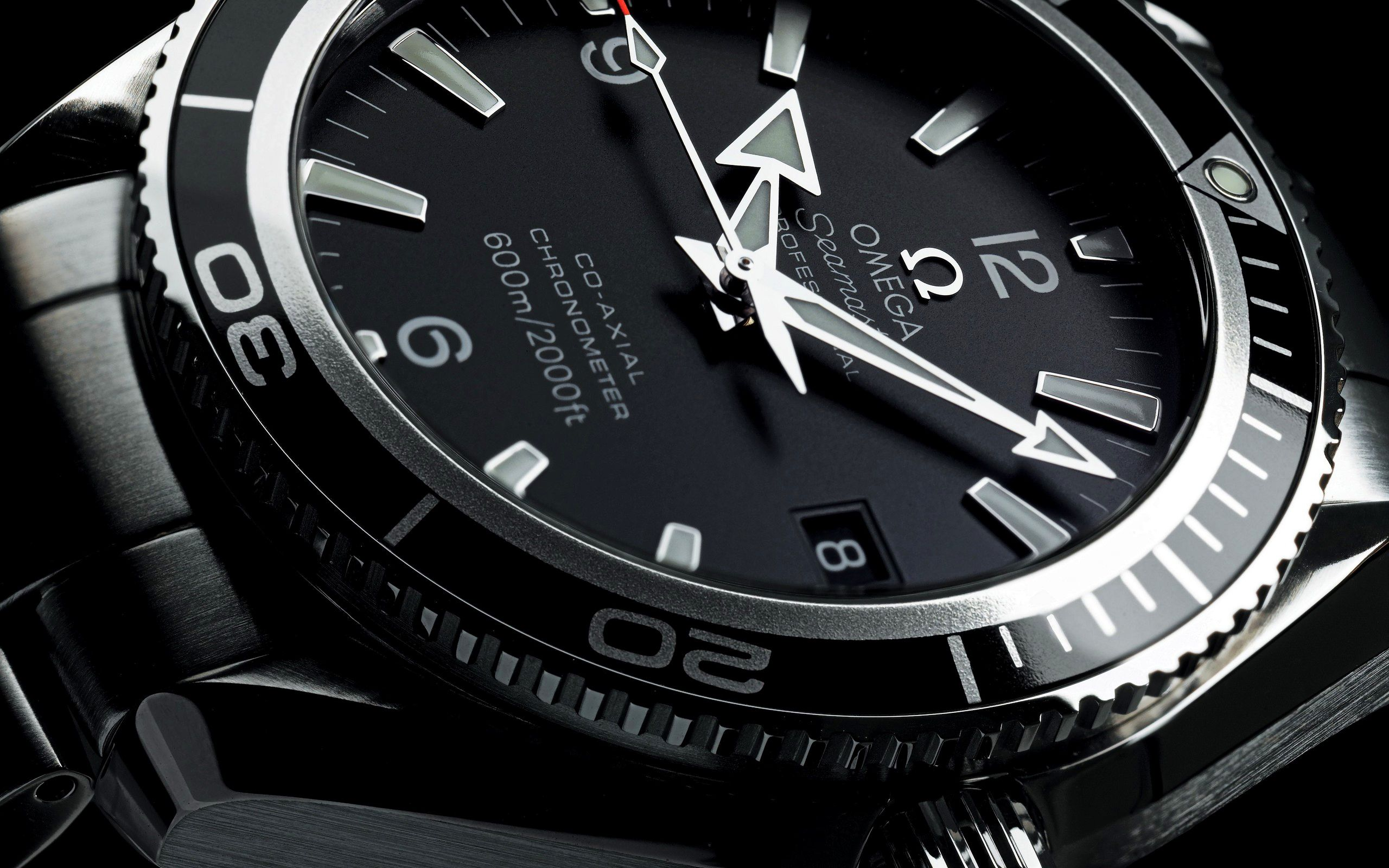 Wear luxury watch and feel royalties #menswatch #manicsales http://goo.gl/1KiKzf