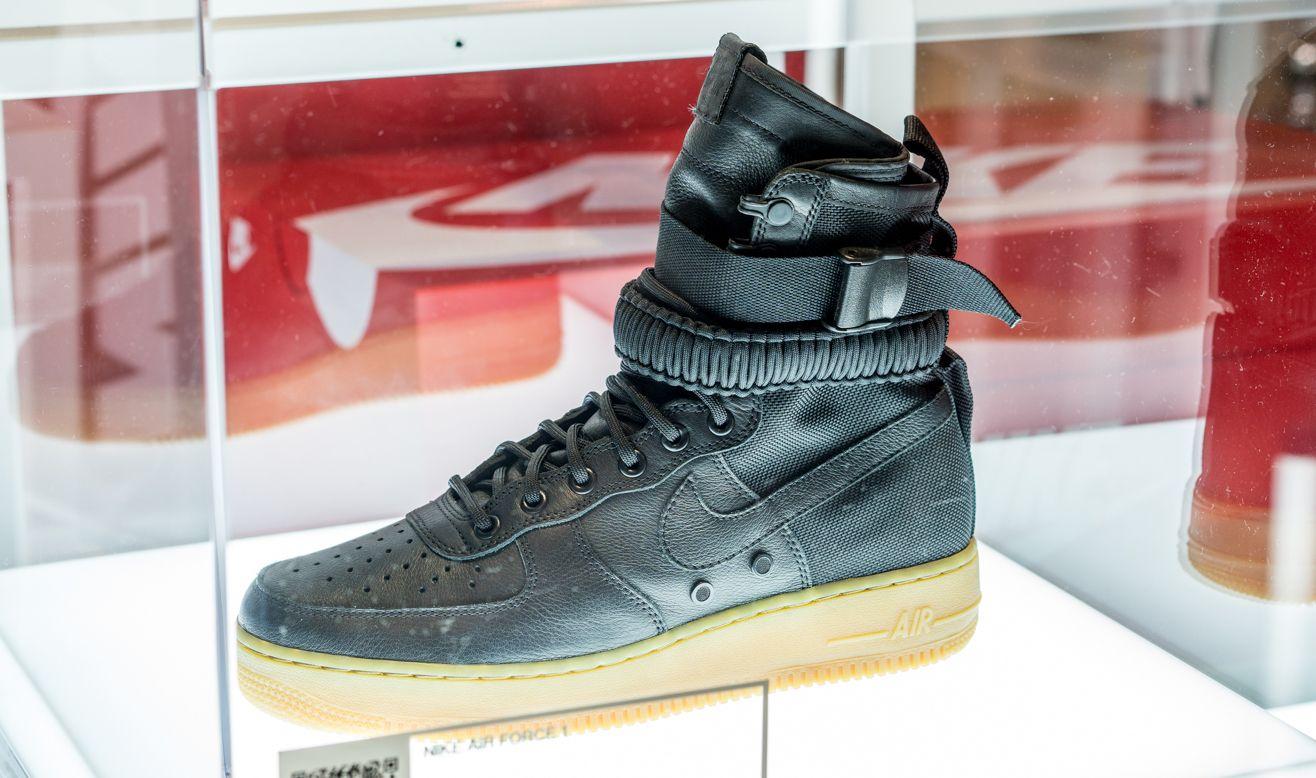 Nouvelle Nike Air Force Avec Des Sangles