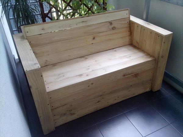 Diy pallet bistro styled furniture madera palets y for Asientos para palets