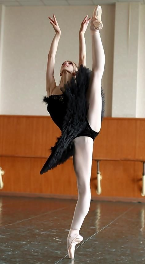 Попка балерины видео, двойной минет на днюху