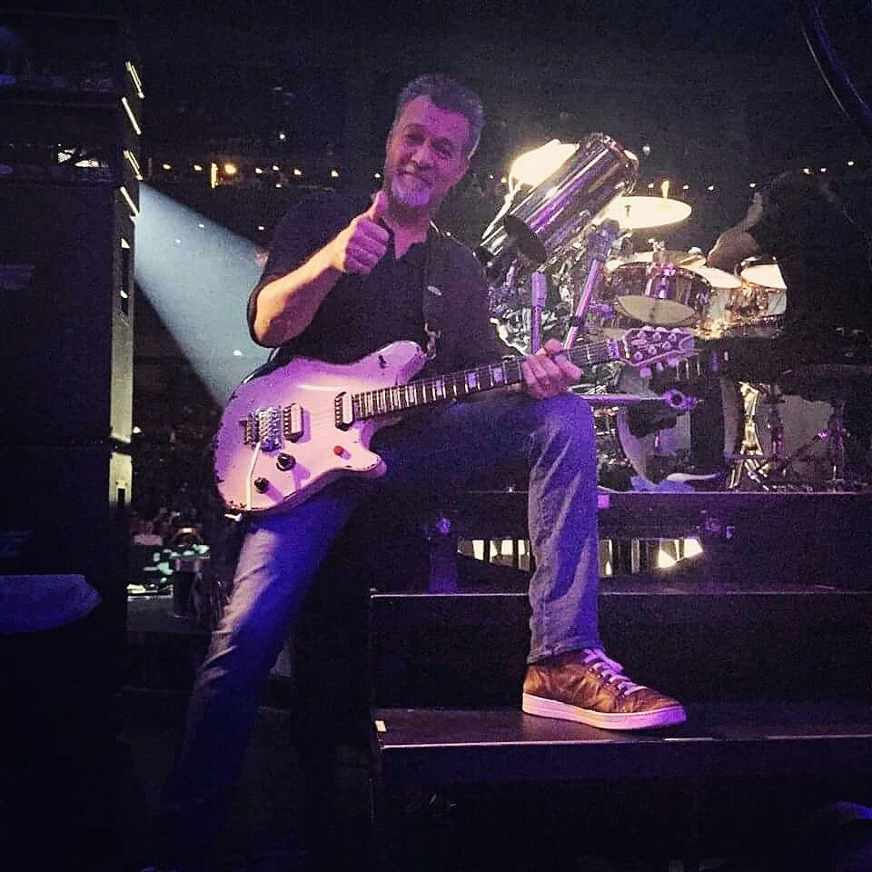 Vantastik Pik Of Eddie Van Halen Taken By Malcolm Van Halen At Tinley Park Chicago Illinois July 24th 2015 E Van Halen Eddie Van Halen Alex Van Halen