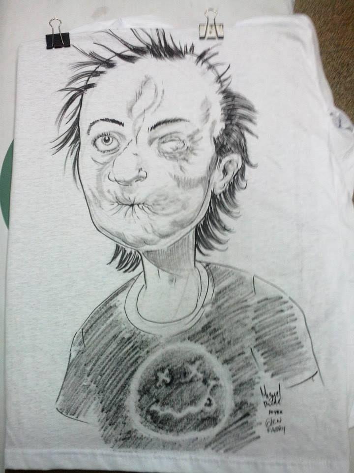 Você sabe quem...  Feito com caneta acrilpen na camisa manualmente .