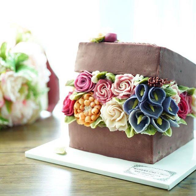 ICDA 국제 케이크 데코레이션 협회 International Cake Decoration Association Soy bean cream flower ricecake.  Design class 1th Done by China student. Soy bean  cream flower ricecake~♡ 韩式豆沙裱花  #cake #modelling #flowercake #barbie  #flowercake #flower #design #dessert#food#ricecake #class #inquiry #CAKEnDECO  # 韩式豆沙裱花  #앙금플라워떡케이크  #앙금플라워 #앙금플라워떡케익  #플라워케이크 #韩式裱花 #앙금모델링 #떡케이크 #케이크  #떡 #디저트#花#koreanflowercake #韓国式 #포토그램 #플라워 #플라워케이크 #裱花  #beanpaste # #케익앤데코  KakaoTalk, WeChat ID : cakendeco Line ID…