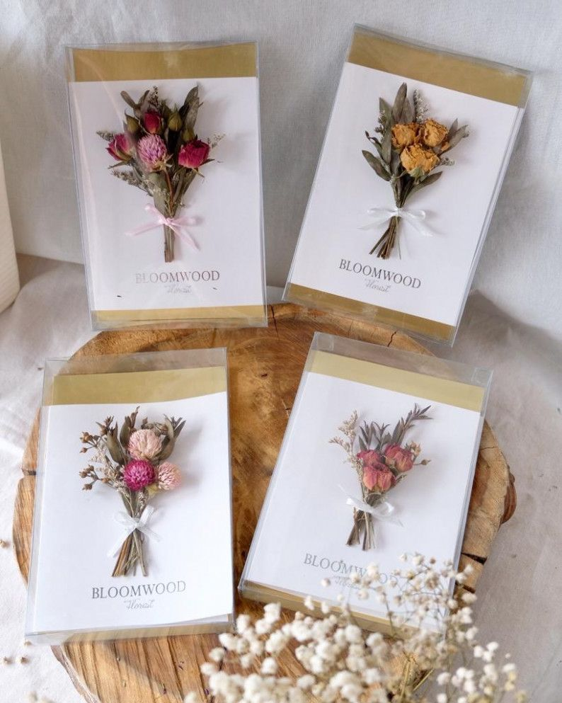 Card Dry Flower  Pressed flower crafts, Dried flowers, Flower cards