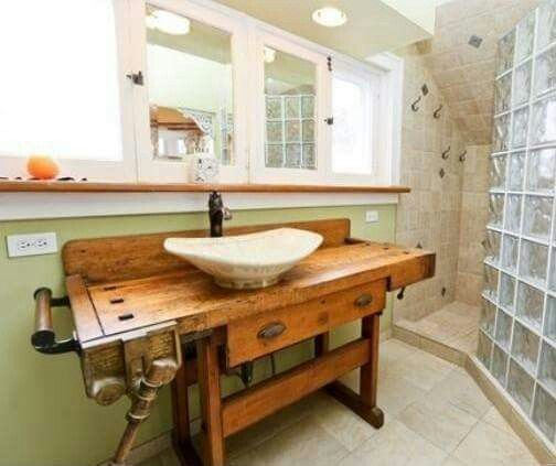 Pin Von Livia Kurtiova Auf Bathrooms Umfunktionierte Mobelstucke Alte Werkbank Badezimmer Innenausstattung
