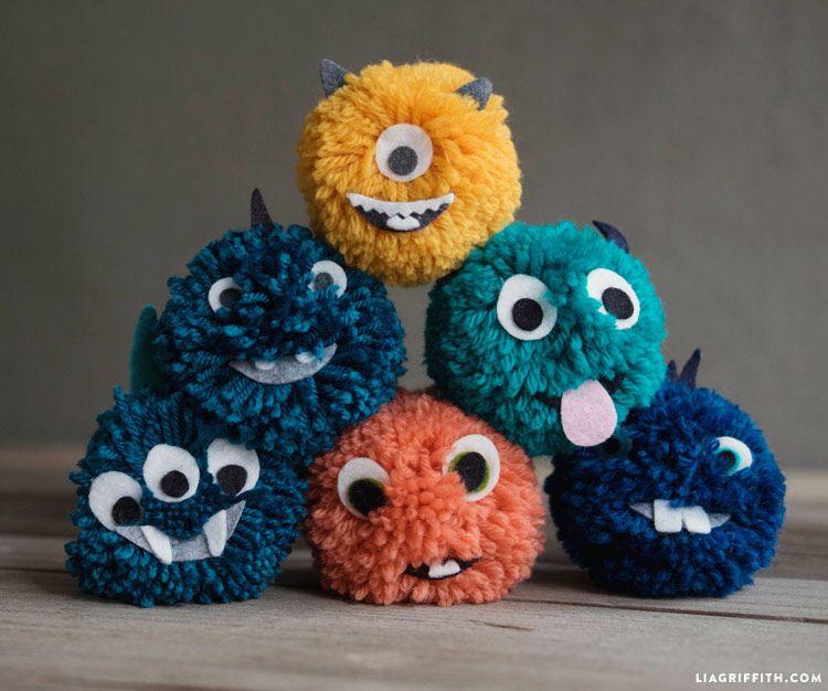 Video Tutorial Yarn Pom Pom Monsters Pom Pom Crafts Monster