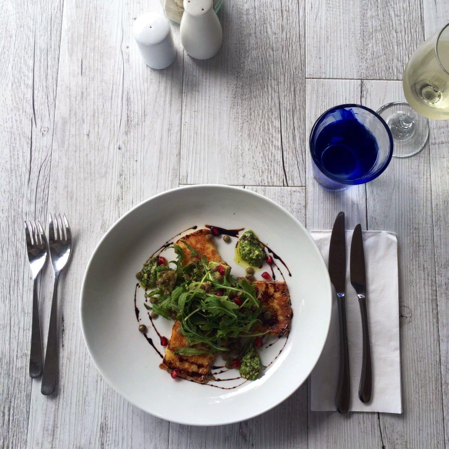 Grillede Haloumi w Avocado, Pomegranate  & Rocket