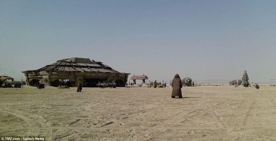 Star Wars: Episode VII set photos reveal 'eerily familiar' desert landscape   Mail Online