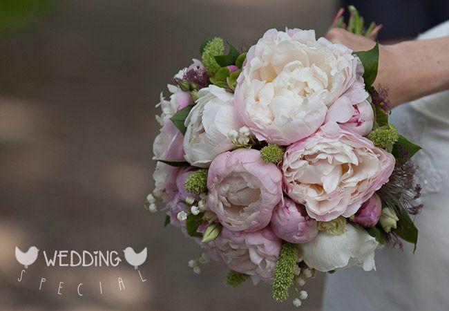 brautstrauss mit pfingstrosen und maigl ckchen bridal bouquet with peonies and lily of the. Black Bedroom Furniture Sets. Home Design Ideas