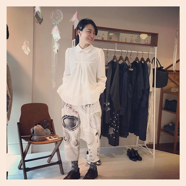 アーカイブのお洋服にテクニックハンドワークを加えたシリーズも届いております。こちらは11月30日(月)までご覧いただけます。どれも1点物なのでお早めに…♡(着ているのは春夏のサンプルです!) #mudoca #16ss @___mudoca___  #アーカイブ #shop_rallye
