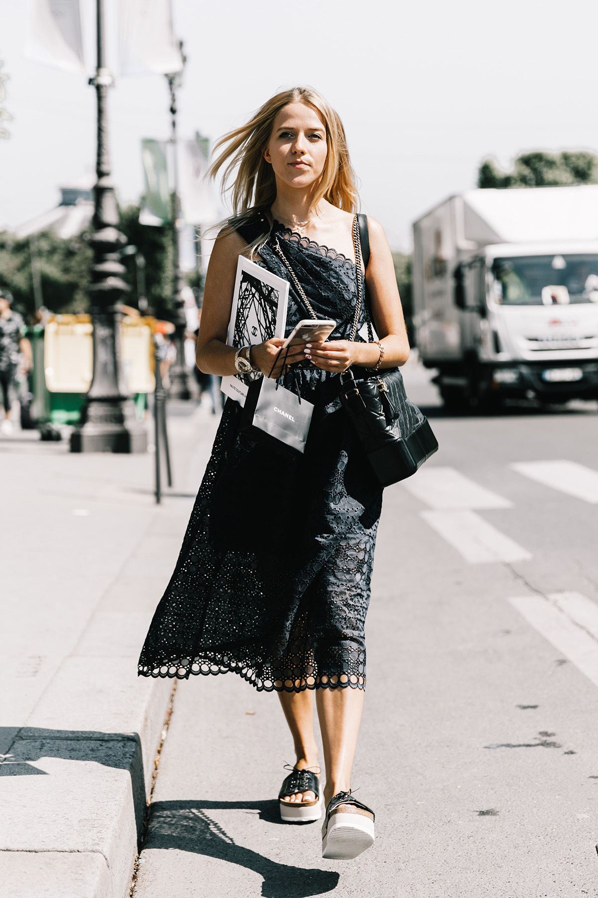 Black dress in summer - A Black Dress In Summer Is A Bold Look But It Looks Incredible Non The