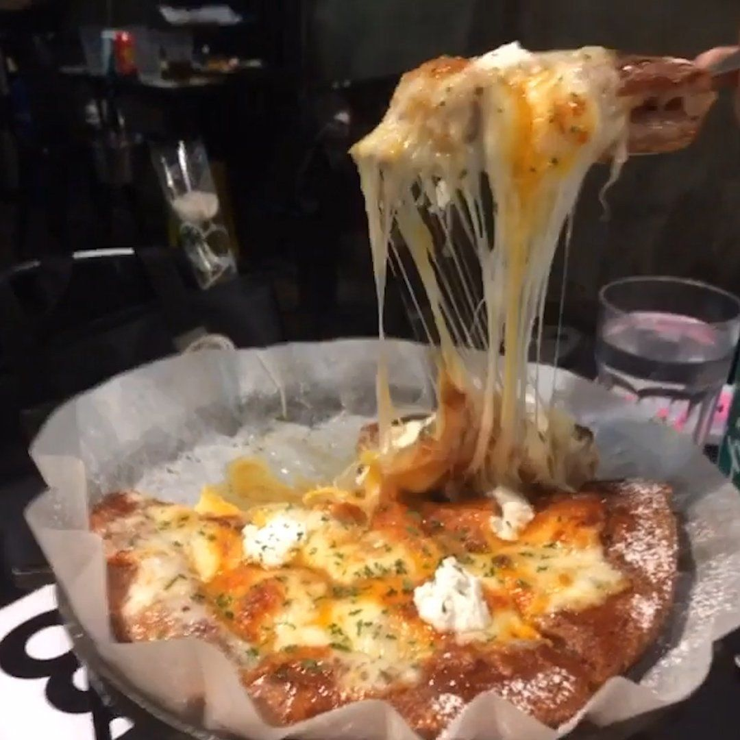 Insider On Twitter Korea Has Taken Chicago Deep Dish Pizza To The Extreme Deep Dish Pizza Chicago Deep Dish Pizza Deep Dish