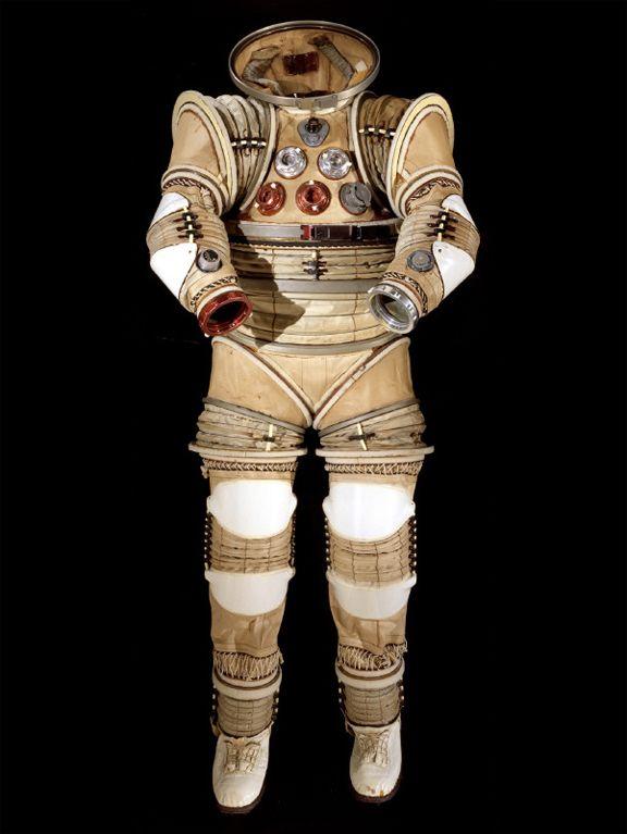 retro astronaut costume - 576×767