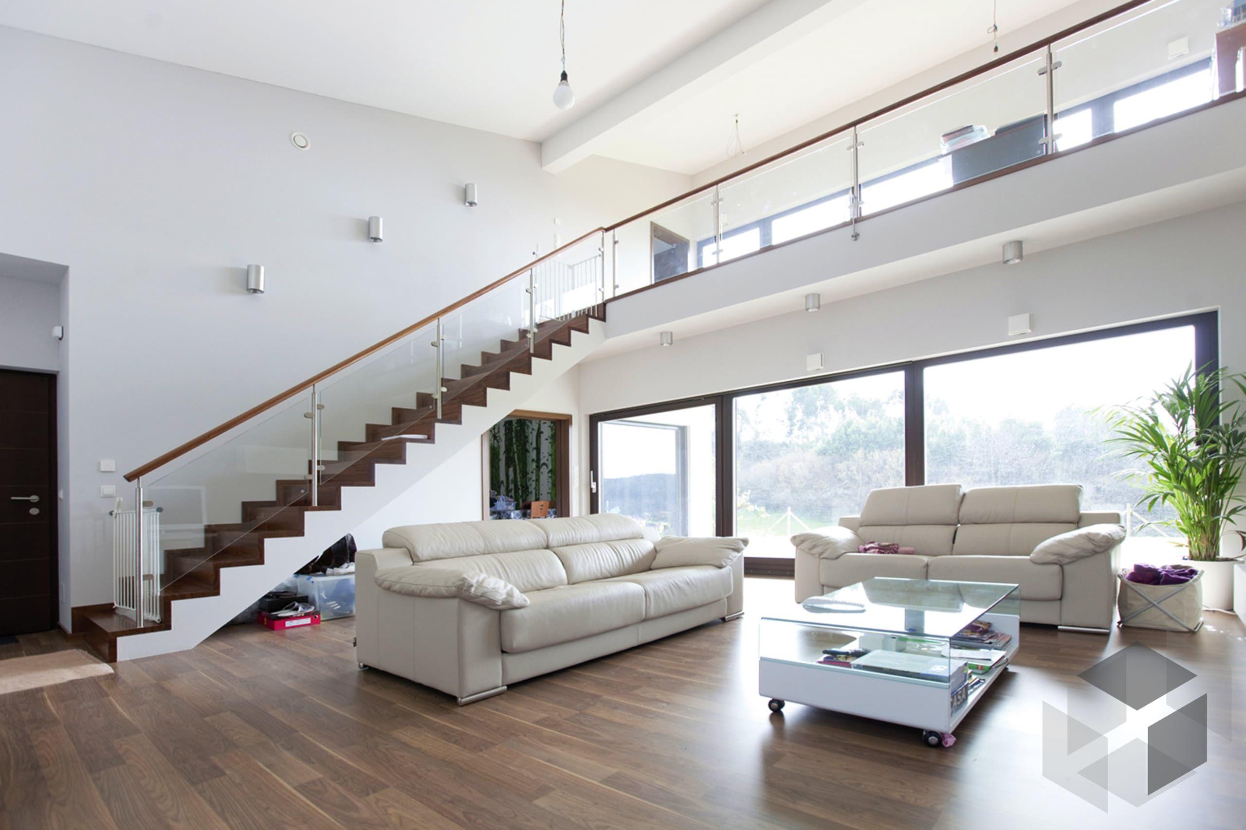 Wohnzimmer mit Galerie von WolfHaus Alle Infos zum Haus