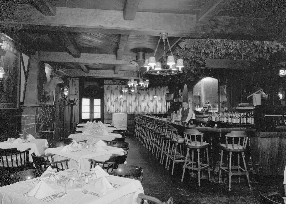 Photo chicago black forest restaurant 2636 n clark dining for Black n white dining rooms