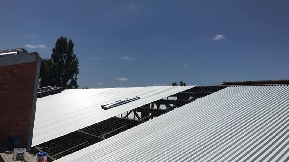 Suns Out Guns Out For The Boys Out In Monbulk Today Replacing The Asbestos Roof At Murphy S Mitre 10 With Zin Corrugated Roofing Roofing Roofing Sheets