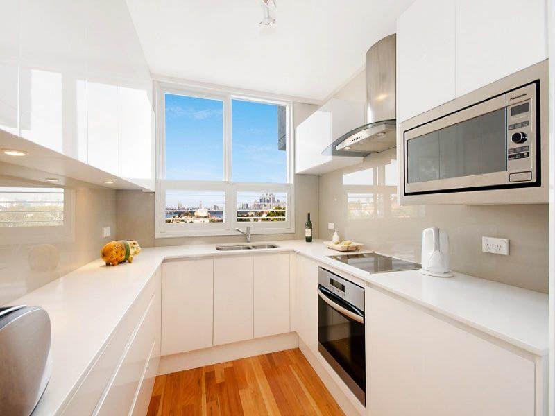 Pretty White Small Kitchen Ideas With Mesmerizing Glossy splashback
