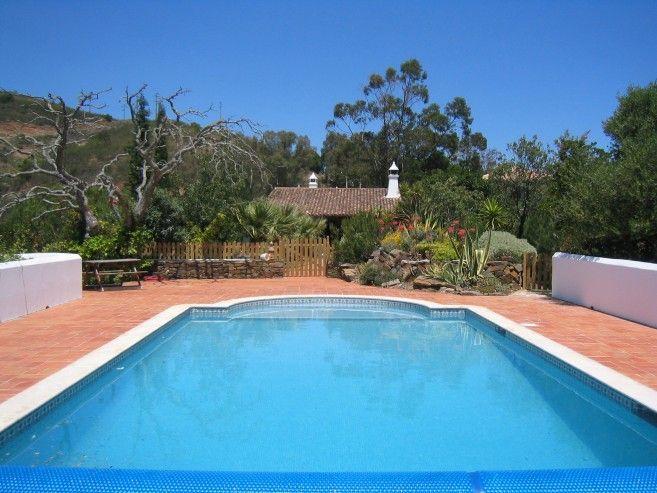 Inspiring granja con piscina presentado en un espacio - Orientacion de un piso ...