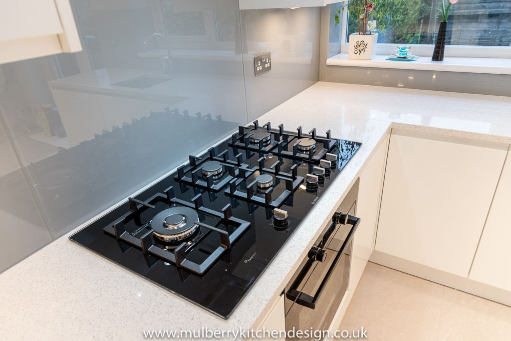 A 5 Burner Gas Hob Gives You Lots Of Room For Cooking