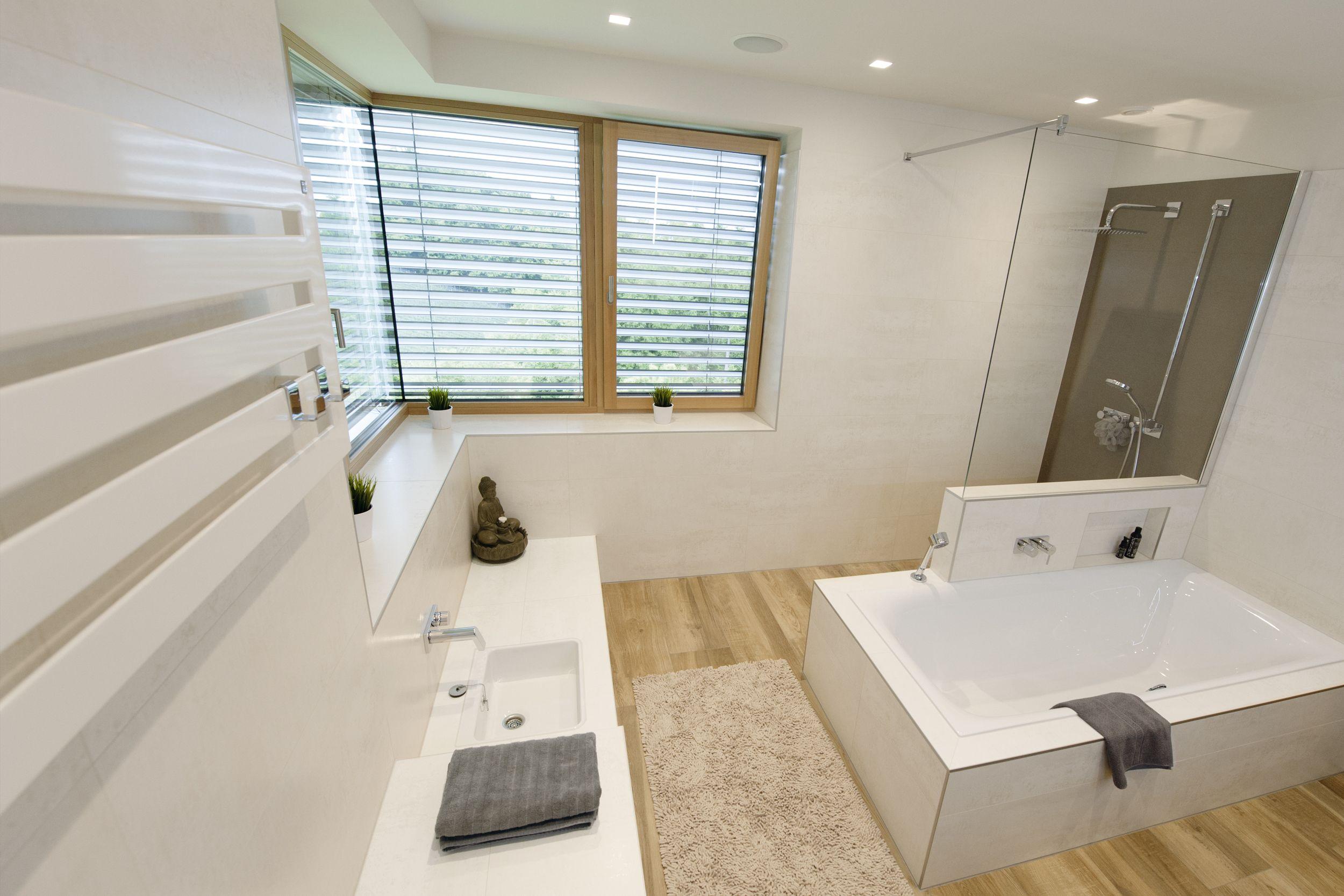 Badheizkörper mit Handtuchtrockner • modernes Lichtkonzept