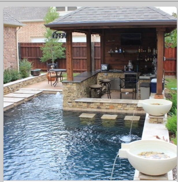 Small Yards With Pools Small Pool And Bar For A Small Yard Backyard Pool Designs Small Backyard Design Small Backyard Pools