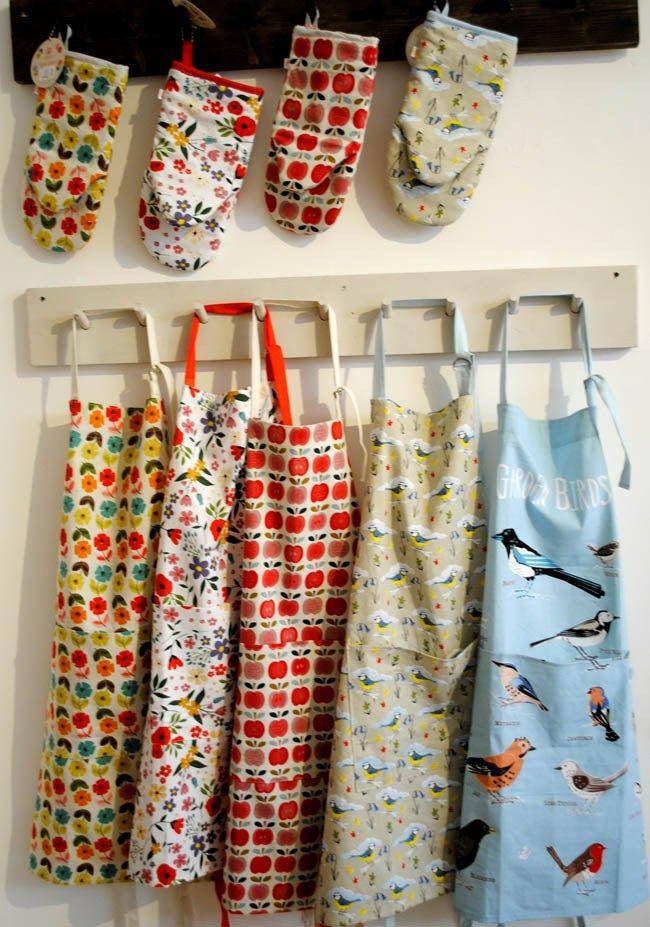 kitchen oven gloves apron christmas gift ideas mum sister unique