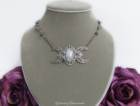 Divine Moonstone Triple Moon Goddess von EnchantingAdornments