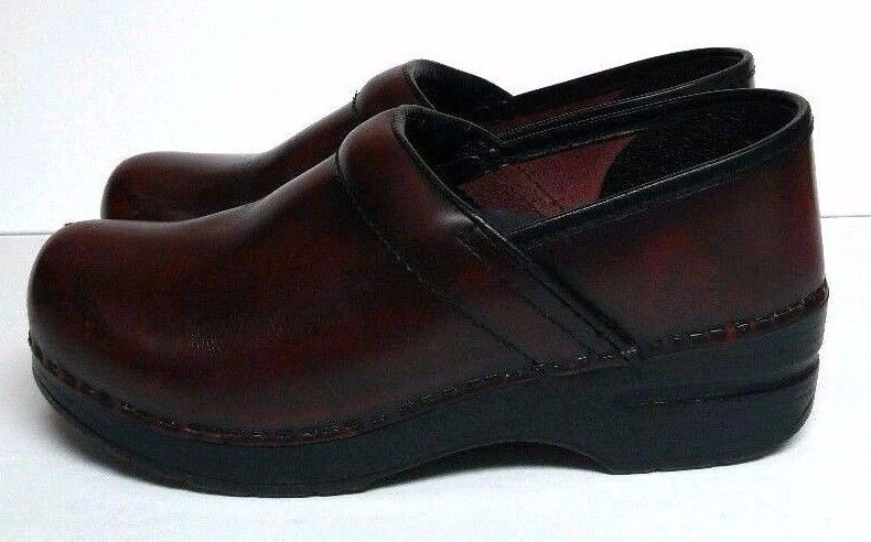 4b5069f2917 Dansko Cordovan Cabrio Red Black Professional Clog Shoes Women s 7 8 EU 38   Dansko