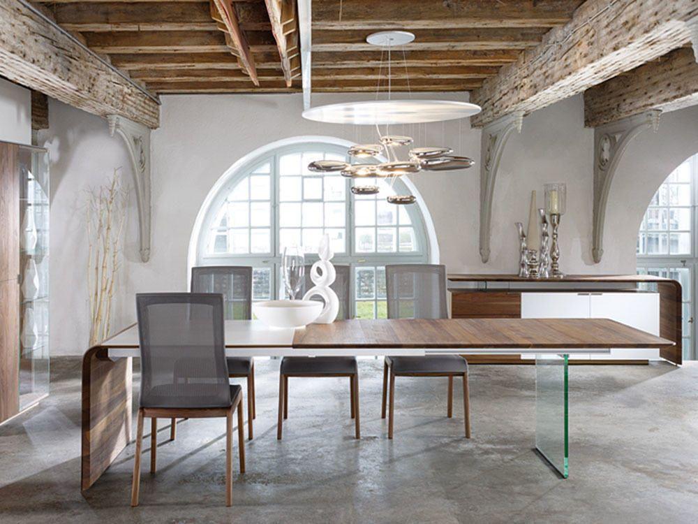 Mesa de comedor o despacho de diseño con pared de cristal ...
