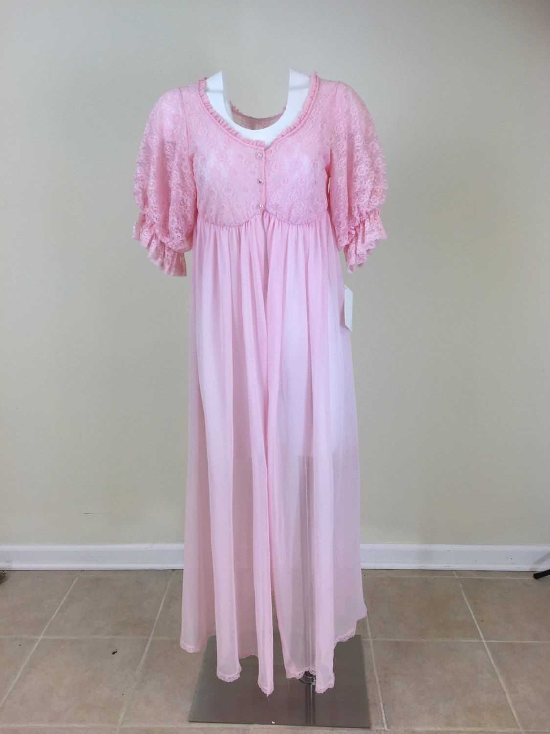 25c0f80500 Sexy Vintage Retro Chiffon and Lace Baby Pink 1960 s Robe by  MaddyJamesLingerie on Etsy