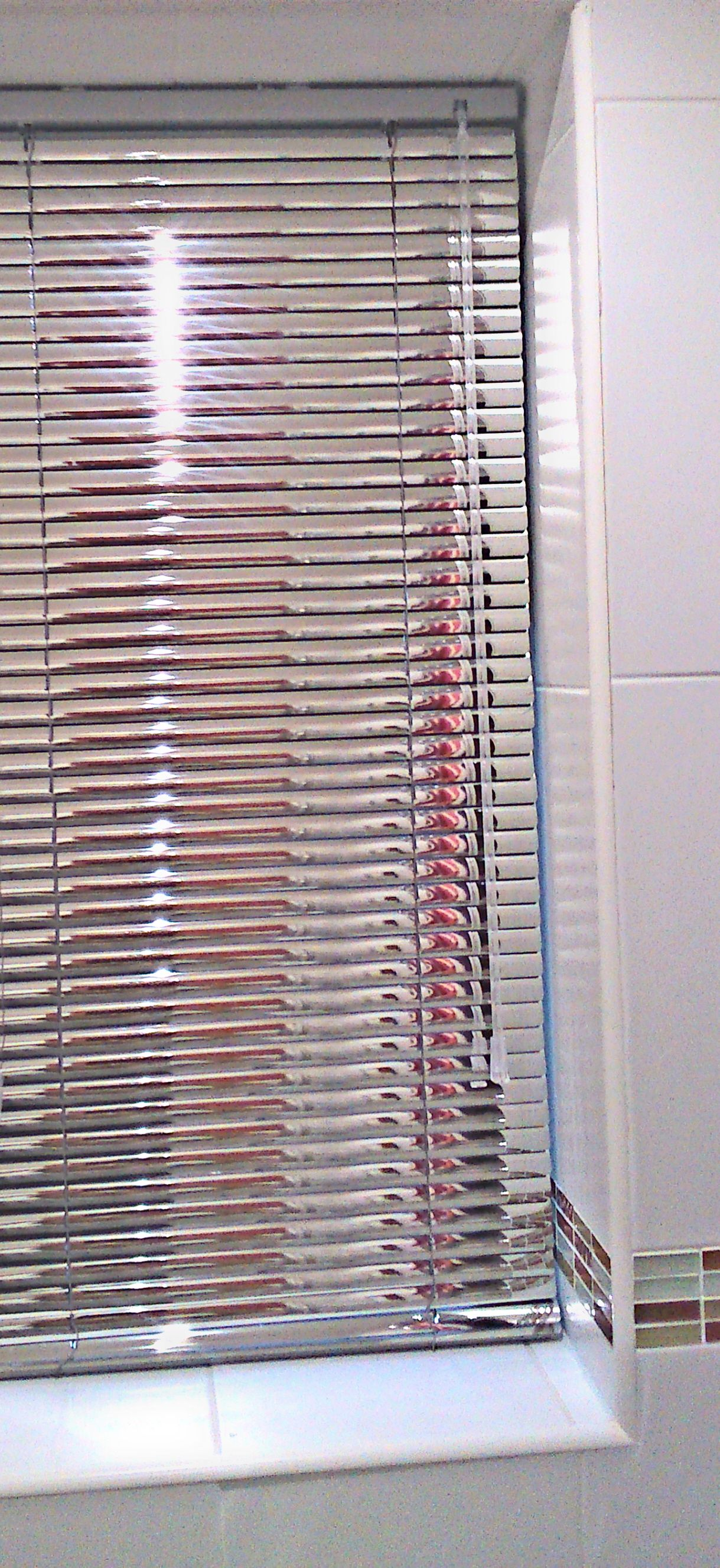 Designer Bathroom Blinds 25 mm venetian blind in a mirrored finish in a modern bathroom