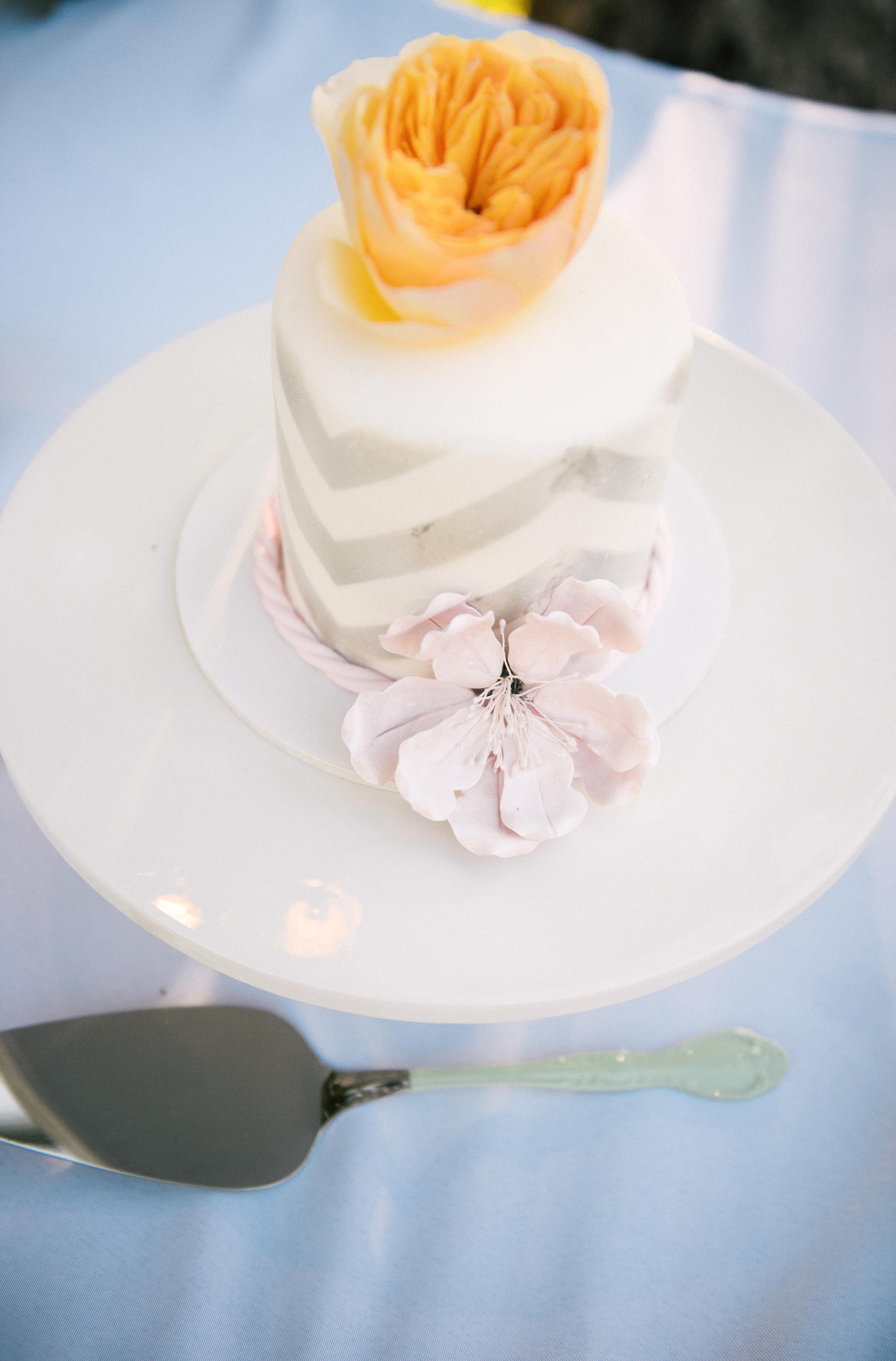 Modern vintage oahu wedding at lanikuhonua oahu chevron cakes