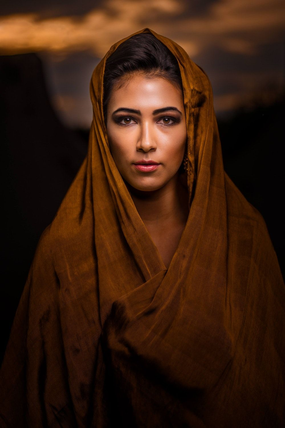 Portrait Photography Of Woman Wearing Brown Headscarf Portrats Schnittchen