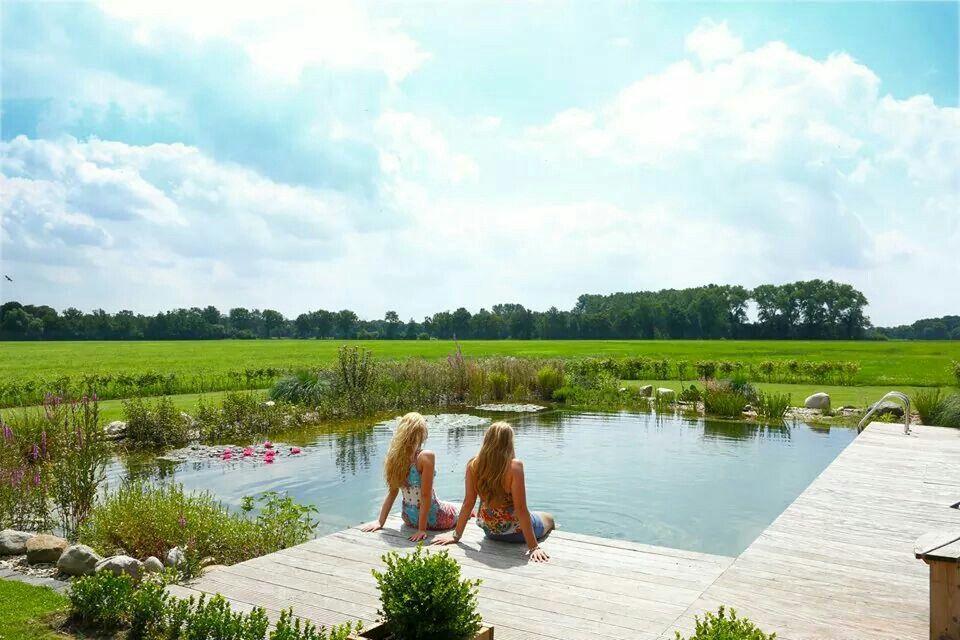 Een prachtige zwemvijver,  bij landelijk gelegen boerderij. Aangelegd door Farwick Enschede
