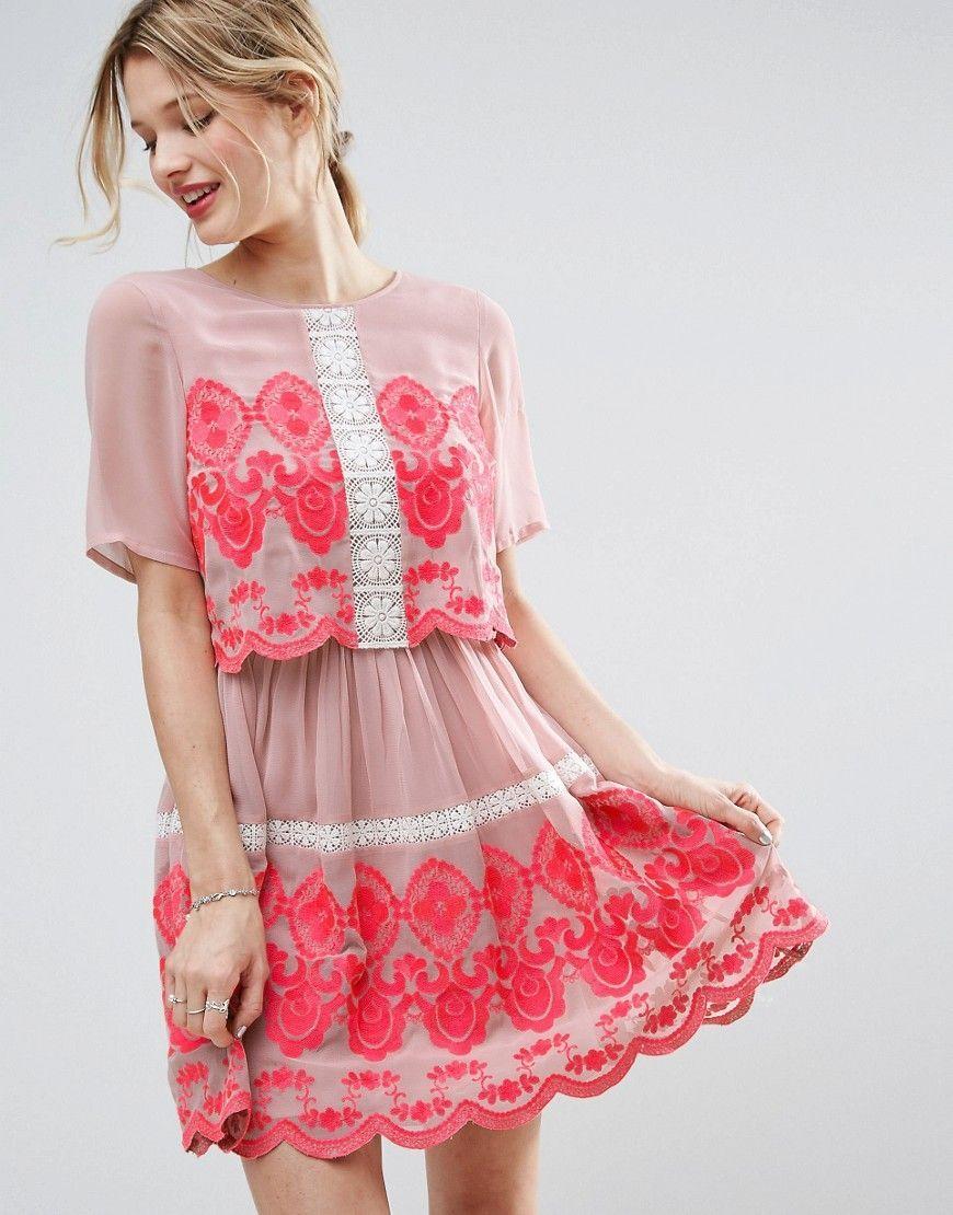 Consigue este tipo de vestido informal de Asos ahora! Haz clic para ...