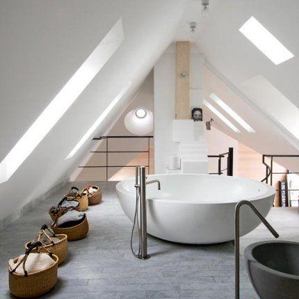 Bathroom la salle de bains lumineuse salle de bain for Amenagement grenier en chambre et salle de bain
