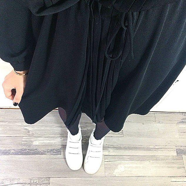 FRIYAYYYY 🤙🏼 jamais sans ma petite robe noire Frannie - ATHÉ by #vanessabruno x bracelet gravé #bonnieparkerjewelry 🖤 bon week-end ! #shopnextdoor #onlineshop #soldes #fashion #love #ootd