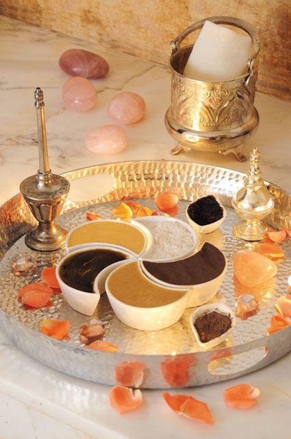الحمام المغربي سحر الراحة وجمال الإطلالة Table Decorations Decor Home Decor