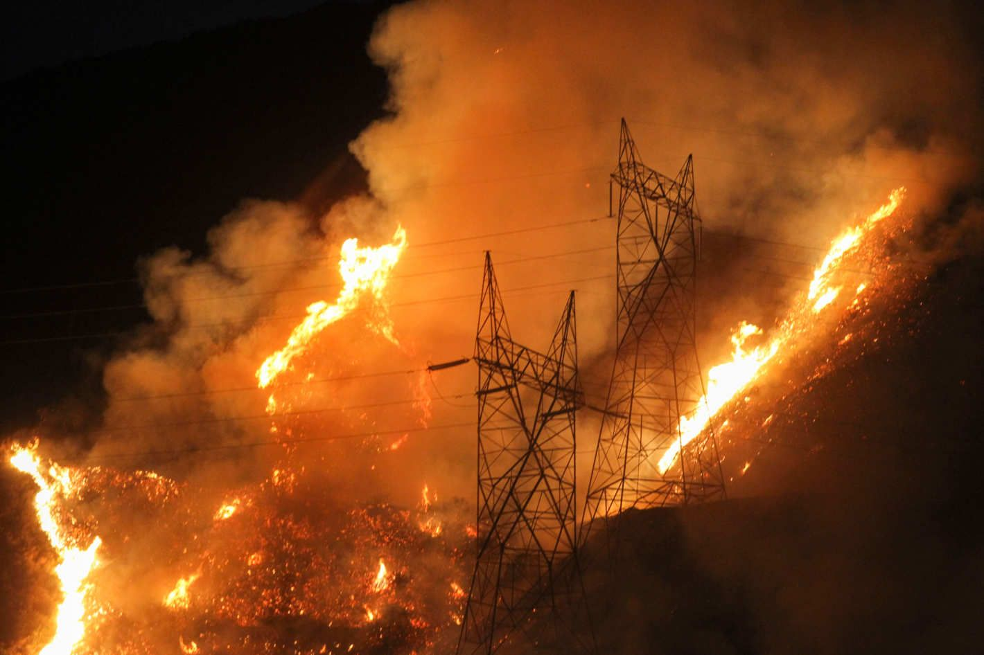 Massive Wildfire East Of Los Angeles Is Still Raging Los Angeles Massive Rage