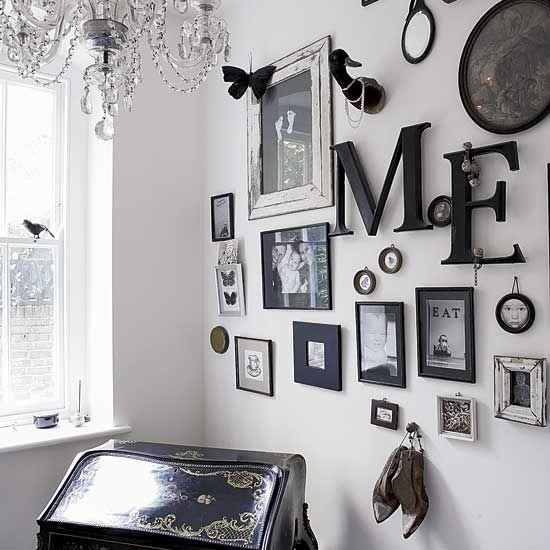 Galerie murale en noir et blanc #interior #gallery wall #black+white