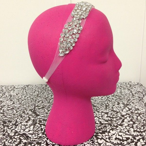 This headband is so pretty! And would be perfect for a wedding $16 #bridal