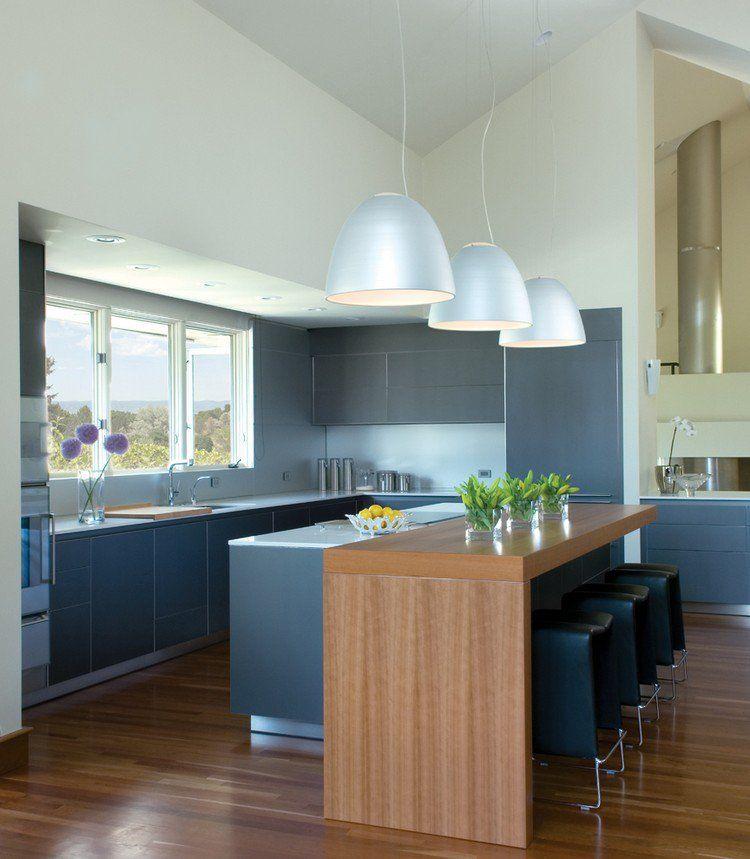 îlot de cuisine avec coin repas intégré, suspensions design et