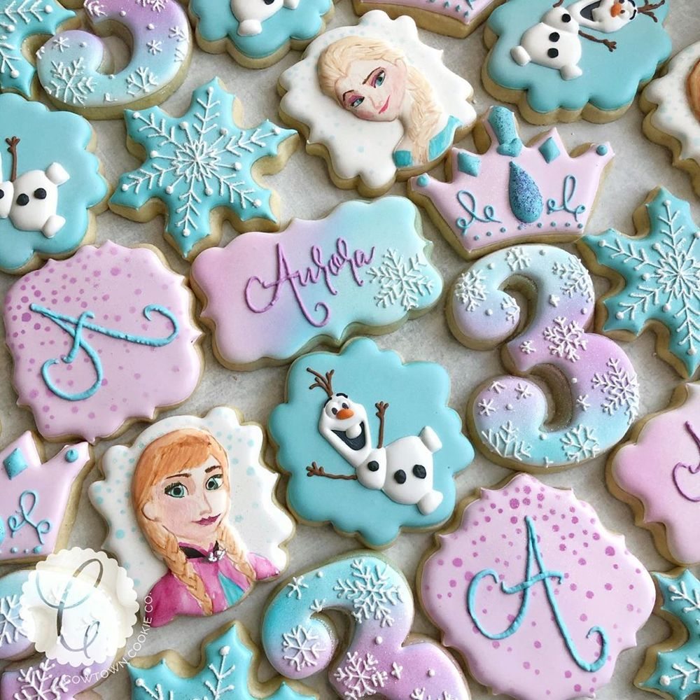 "Cowtown Cookie Co. on Instagram: ""My first Frozen set for one of my favorites️��� Happy 3rd Birthday Aurora�️ I was inspired by @caceyscakery to hand-paint Elsa and Anna.…"""